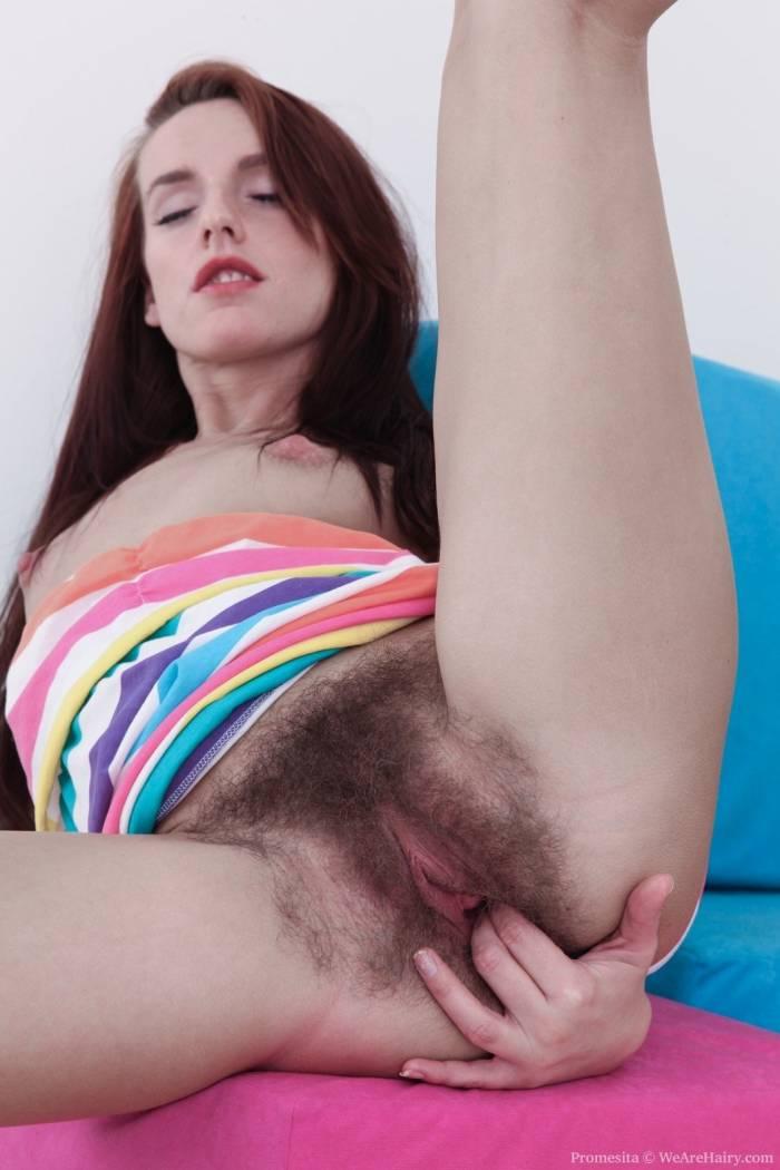 %t Novinha da buceta peluda fazendo ensaio sensual e ficando pelada