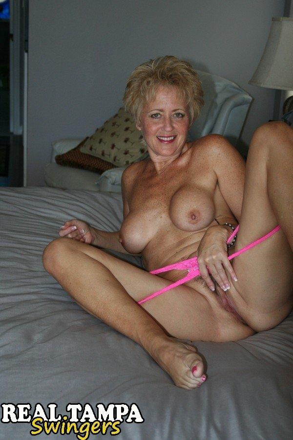 Velha de 70 anos nua em fotos porno