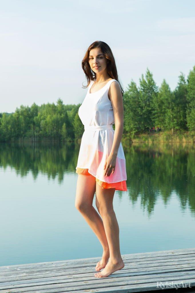 Amadora de vestido sem calcinha mostrando tudo