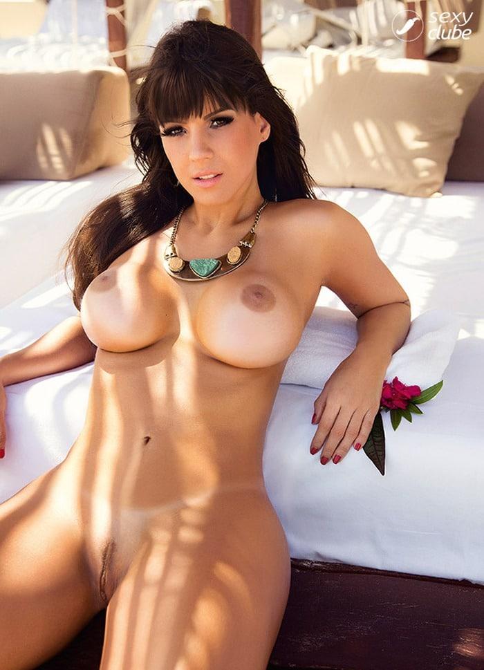 Carol Dias nua na sexy em novembro de 2013