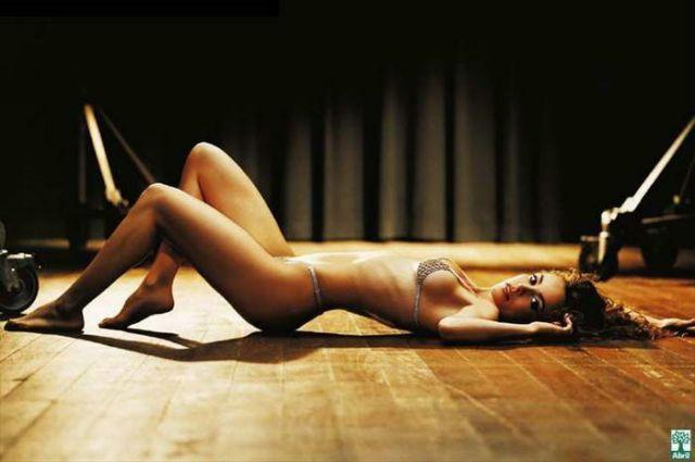 Flávia Monteiro nua na revista playboy em maio de 2005