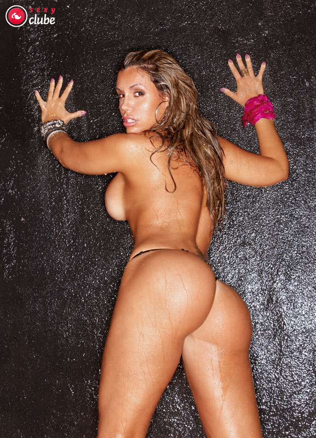 %t Renata Banhara nua na revista Sexy Premium