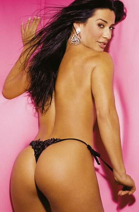 Scheila Carvalho nua na sexy em outubro de 2005