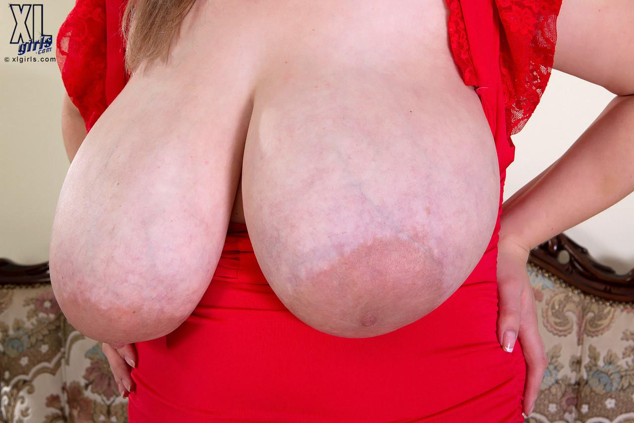 %t Gorda peituda pelada mostrando a buceta